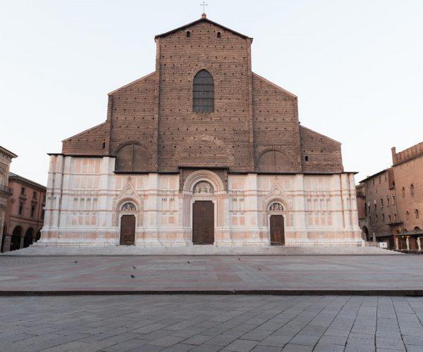 Basilica di San Petronio, marzo 2016: continua l'opera di deumidificazione