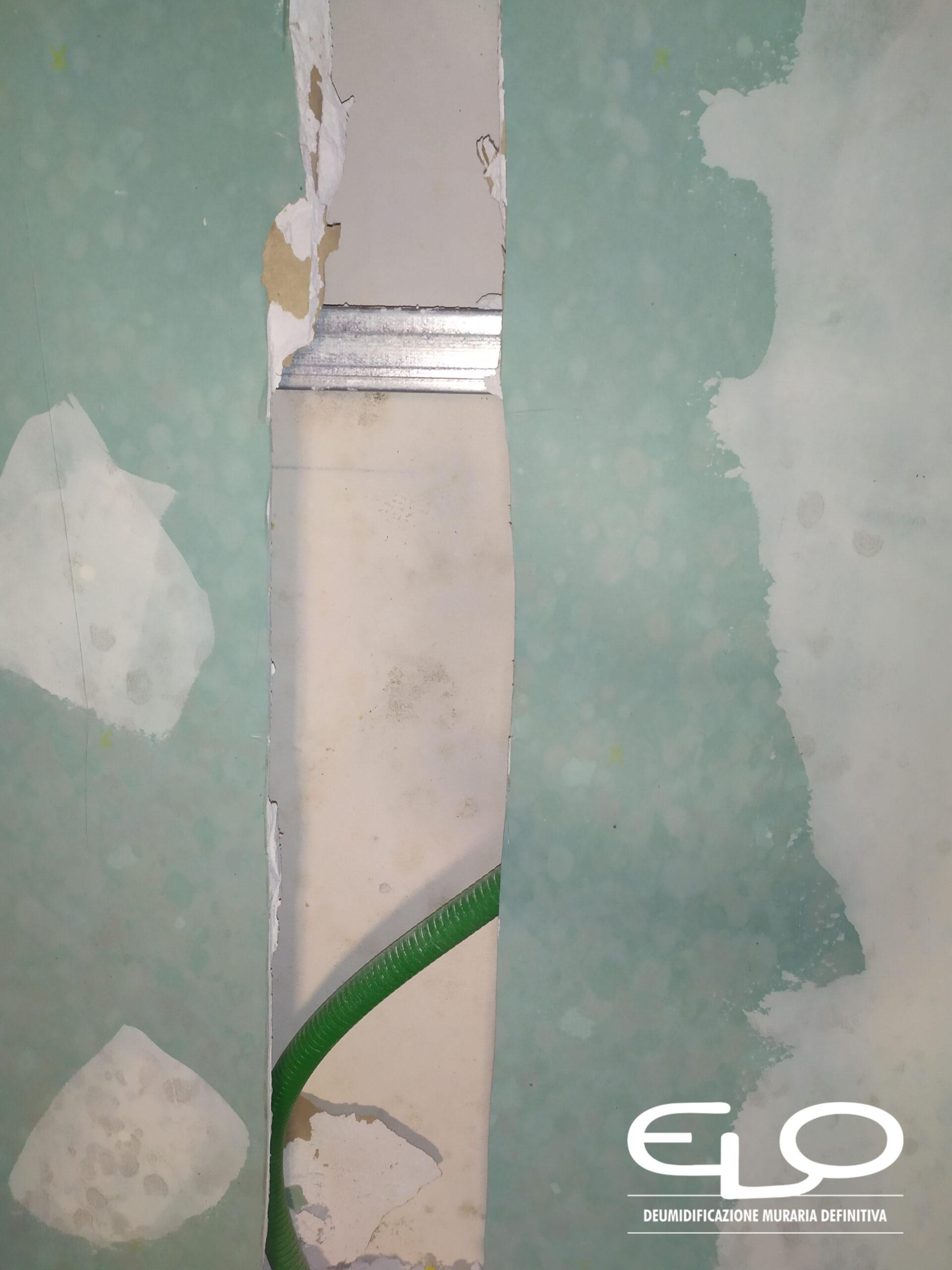 ricoprire una parete colpita da umidità con cartongesso o pannelli