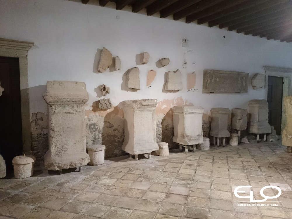Deumidificazione di Palazzo storico in Croazia Parenzo Porec lapidario prima della deumidificazione